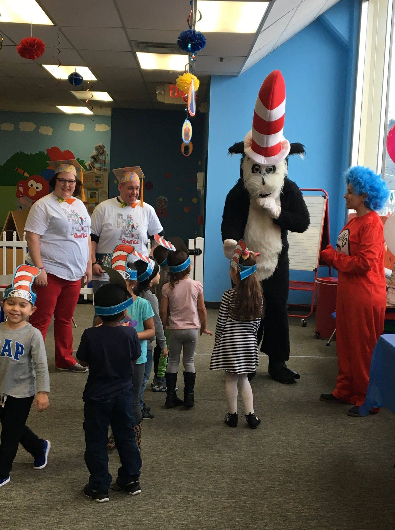 kids meeting Cat in the Hat